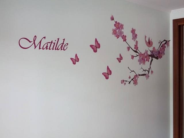 Decoração de parede em vinil impresso e recortado